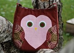 Owlish Messenger Bag tutorial by Sarah from Sarah Jane Sews. Use the free owl applique download to make the appliques on the front of this bag super easy