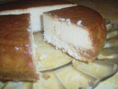 """SUCRISSIME: le Flan Magique à la noix de coco (ou """"Cocoland""""). Recette bluffante et succulente, testée plusieurs fois et à chaque fois que des compliments. La double texture : flan et gâteau est incroyable ! A faire dans un moule à cake ou à soufflé pour bien avoir l'épaisseur."""