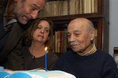 Sabato celebrando sus 93 años junto a Elvira y su hijo Mario.