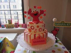 Sesame Street Themed Party with Elmo! So cute... many more ideas here...