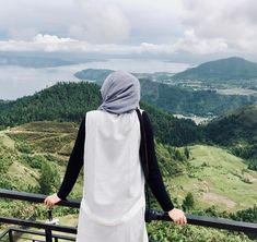 Kemarin dari samping, sekarang dari belakang 😃 Beautiful Indonesia, wonderful... Alhamdulillah 💕 🇮🇩 Hijabi Girl, Girl Hijab, Hijab Outfit, Muslim Girls, Muslim Couples, Muslim Women Fashion, Womens Fashion, Niqab Fashion, Persian Girls
