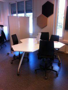 Oslo and Akershus University College of Applied Sciences Library (HiOA): mesas modulares para el trabajo en grupo (18/05/2015)
