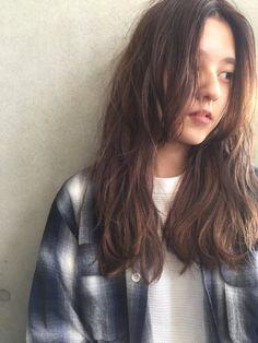 くせ毛風からウェービーなものまで。憧れの外国人風になれるパーマスタイル特集♪ 横山 裕司 Long Hair Styles, Makeup, Beauty, Make Up, Long Hairstyle, Long Haircuts, Beauty Makeup, Long Hair Cuts, Beauty Illustration