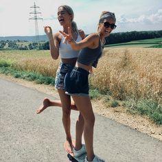 Lisa und lena feet