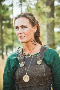 """Frauen-Rüstung: Lederkorsett """"Schildmaid"""" Vielen Dank für dieses schöne Foto an Aleksey Zagorodniy"""