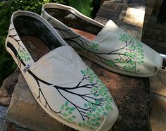 canvas painted shoes-- just a reminder to myself that i need to paint some for DenAli boardshop!