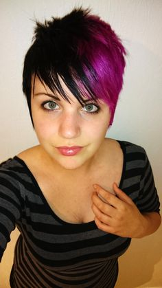 Black and pink hair! Perfect combination, if you ask me ^_^