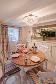 The country table in the open plan dining area