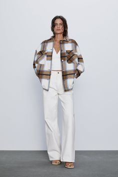 Overshirt made of wool blend fabric with lapel collar and long sleeves. Front welt pockets and chest patch pockets with flaps. Trendy Outfits, Winter Outfits, Fashion Outfits, Flannel Shirt Outfit, Long Winter Coats, Zara Women, Bleu Marine, Mannequin, Casual