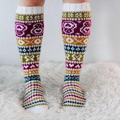 Ravelry: Taimitarhan Polvisukat pattern by Niina Laitinen Knitting Charts, Knitting Socks, Hand Knitting, Knitting Patterns, Knitting Ideas, Boot Toppers, Wool Socks, Bunt, Mittens