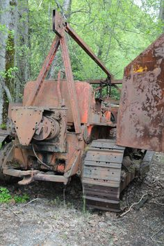 Steam Tractor.This in no steam tractor.Looks like Allis Chalmers or International Harvester bulldozer