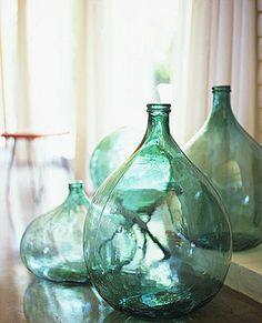 EN MI ESPACIO VITAL: Muebles Recuperados y Decoración Vintage: Pasión por el detalle: botellas de cristal { Passion for details: glass bottles }