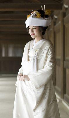 綿帽子×かつら、綿帽子×日本髪   マリールイズ(Marie Louise) -トータルウエディングをサポートする歴史ある美容サロン -
