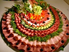 Meat Cheese Platters, Deli Platters, Meat Trays, Food Platters, Tapas, Fruit Recipes, Snack Recipes, Snacks, Fruit Dishes