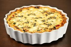 Greek featuring black olives, tomatoes and feta. Quiche Recipes, Brunch Recipes, Breakfast Recipes, Party Recipes, Breakfast Time, Greek Recipes, Delish, Food And Drink, Cooking Recipes