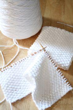 Seed Stitch Washcloth Free knitting pattern for beginners using 100 cotton yarn from Liz PurlsAndPixels Sewing Patterns Free Home, Beginner Knitting Patterns, Loom Patterns, Knitting For Beginners, Easy Knitting, Knitting Projects, Start Knitting, Knitting Tutorials, Sock Knitting