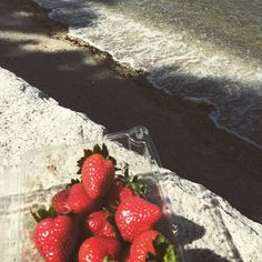 Strawberries by the beach @ Stanley Park . #exploreCanada #exploreVancouver #exploreBC #vancity