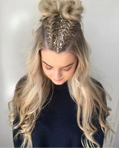 Party Frisuren: Top 36 Urlaub Frisuren – Seite 4 – Stil O Check Party Hairstyles: Top 36 Holiday Hai Holiday Hairstyles, Trending Hairstyles, Box Braids Hairstyles, Cool Hairstyles, Festival Hairstyles, Party Hairstyles For Long Hair, Hairstyle Ideas, Diy Wedding Hair, Glitter Hair