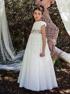 Barcarola - Primera Comunión 2015      Barcarola, la prestigiada marca de moda infantil, ha presentado recientemente sus últimas creacione...