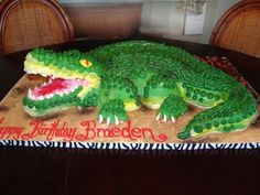 Buttercream, no fondant. Crocodile Cake, Crocodile Party, Aligator Cake, Mini Cakes, Cupcake Cakes, Cute Birthday Ideas, Animal Cakes, Bday Girl, Safari Party