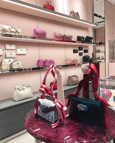 Gucci butikken i Københavns Lufthavn har fået en Alessandro Michele-makeover med velour på væggene og de flotteste marmorgulve ... Can we move in please? #gucci #guccistore #cphairport #sopretty  via ELLE DENMARK MAGAZINE OFFICIAL INSTAGRAM - Fashion Campaigns  Haute Couture  Advertising  Editorial Photography  Magazine Cover Designs  Supermodels  Runway Models