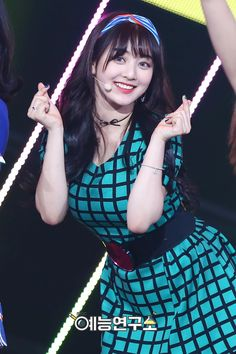 Twice Jihyo,,, the incredible beauty of a woman of brunette woman with bangs ! Makes them sexy as f***! Nayeon, Kpop Girl Groups, Korean Girl Groups, Kpop Girls, Asian Woman, Asian Girl, Signal Twice, Park Ji Soo, Jihyo Twice