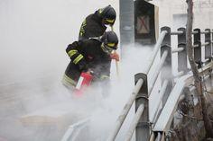 La procura di Bologna indaga sugli   incendi dolosi  appiccati intorno alle 4.30   sui cavi di trasmissione dati per la  gestione del traffico ferroviario in corrispondenza della località Santa  Viola, alle porte della stazione centrale di Bologna. Le indagini,  affidate alla D
