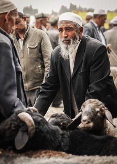 Kashgar Sunday Market by daniel.frauchiger - http://flic.kr/p/dL5LdG