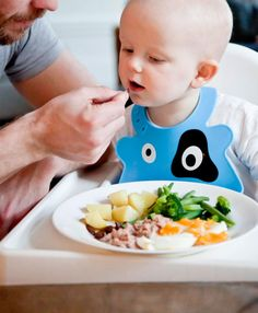 Top 10 Baby-Food Recipes for Ten- to Twelve-Month-Olds Your 10 to 12 month old tot will love these stage 3 homemade baby food recipes (and you will love making them). 10 Month Old Baby Food, Baby Food By Age, Food Baby, Starting Solids Baby, Starting Solid Foods, Baby First Foods, Baby Finger Foods, Toddler Meals, Kids Meals