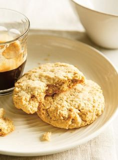 Ricardo Cuisine help you find the perfect cookie recipes. Delicious cookies recipes for you. Best Oatmeal Cookies, Oatmeal Cookie Recipes, Oatmeal Biscuits, Desserts With Biscuits, Cookie Desserts, Oatmeal And Eggs, Biscuit Sandwich, Ricardo Recipe, Chocolate Biscuits