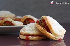 I Biscotti alla Ricotta con Fragole sono biscotti morbidi e golosi, adatti per la merenda o un dessert leggero.