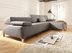 Entworfen von Cynthia Starnes überzeugt Sofa Yoga mit einem spannenden Kontrast aus sanften Rundungen und kühlen Accessoires. Sectional, Sofa Couch, Decor, Soft Sofa, Couch, Furniture, Sectional Couch, Home Decor