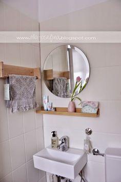 {DiY Gäste-WC aufhübschen} Can you paint tiles? Floating Shelves Bathroom, Small Bathroom Storage, Diy Bathroom Decor, Bathroom Interior, Diy Home Decor, Can You Paint Tile, Paint Tiles, Coffee Shop Interior Design, Rustic Apartment