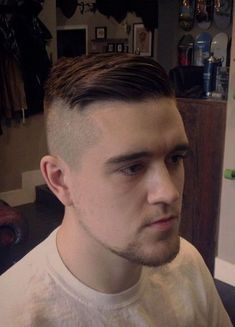 This is the BEST collection of mens undercuts EVER! Mens Haircuts Short Undercut, Mens Hairstyles Fade, Undercut Men, Cool Hairstyles For Men, Undercut Hairstyles, Cool Haircuts, Haircuts For Men, Men's Haircuts, Gentleman Haircut