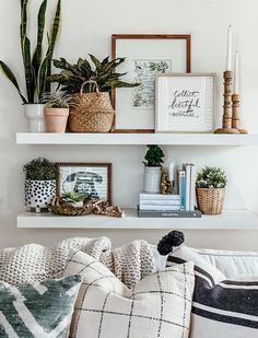 Explore farmhouse style shelf decor ideas for your bedroom, living room, and kitchen walls. Learn what to use and how to arrange shelf decor pieces. Decoration Bedroom, Room Wall Decor, Living Room Decor, Cheap Home Decor, Diy Home Decor, Home Goods Decor, Decor Crafts, Home Interior, Interior Design