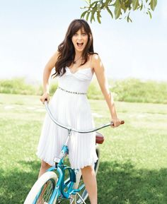 I love her style! - Zooey Deschanel # new girl New Girl, Zooey Deschanel Style, Emily Deschanel, Girl Crushes, Beautiful Celebrities, Beautiful People, Beautiful Person, Bicycle Girl, Retro Outfits
