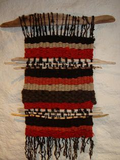 | Telares Murales Decorativos Weaving Wall Hanging, Weaving Art, Tapestry Weaving, Loom Weaving, Textiles, Arts Ed, Crochet Yarn, Plant Hanger, Fiber Art