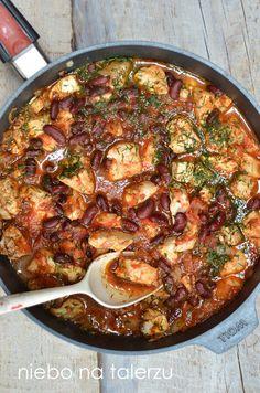 niebo na talerzu: Szybki kurczak w pomidorach z czerwoną fasolą