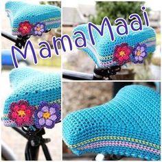 DIY Crochet bike seat cover pattern (in Dutch) Crochet Home, Love Crochet, Crochet Gifts, Beautiful Crochet, Diy Crochet, Crochet Flowers, Crochet Velo, Crochet Designs, Crochet Patterns