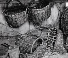 yama-bato:    Martin Martinček  Drevené detaily IV. Heart Of Europe, Grapevine Wreath, Folk Art, Baskets, Photography, Country, Recipes, Life, Photograph