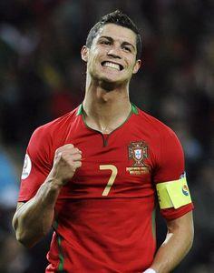RONALDO, Cristiano | Forward | Real Madrid (ESP) | @Cristiano | Click on photo to view skills