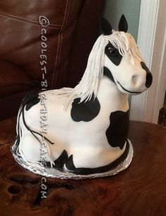 Coolest Horse Birthday Cake Ever... This website is the Pinterest of birthday cake ideas