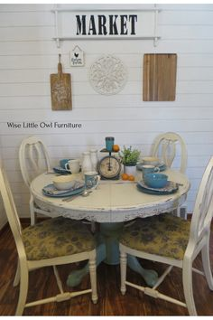 Oak pedestal tables are easy to find second-hand, and fit into farmhouse style really well. Dixie Belle chalk paint in Sea Glass and Fluff make this table fresh and bright. Click to learn how to do this simple technique. #paintedfurniture #dixiebellepaint #bestpaintonplanetearth White Painted Furniture, Paint Furniture, Furniture Makeover, Farmhouse Style Furniture, Farmhouse Kitchen Decor, Cottage Farmhouse, Diy Furniture Projects, Repurposed Furniture, Pedestal Tables