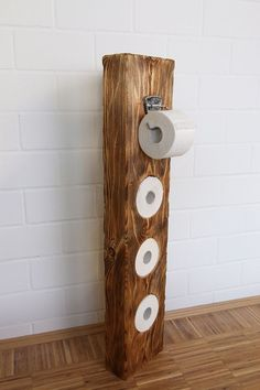 Very nice toilet paper holder made of solid wood. From an old half-timbered balcony Wood DIY ideas Very nice toilet paper holder made of solid wood. From an old half-timbered balcony Wood DIY ideas Wood Toilet Paper Holder, Paper Holders, Tissue Holders, Toilet Roll Holder, Wc Set, Diy Casa, Diy Holz, Pallet Furniture, Plywood Furniture