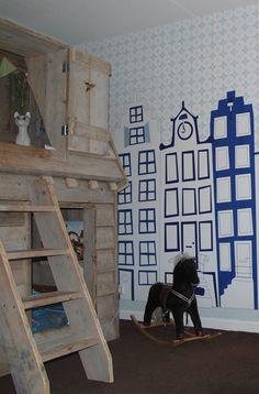 Perron 11_Amsterdamse Grachtenpandjes_behang http://www.stylingmatch.nl/blog-behang/51-blog-hip-kinderbehang