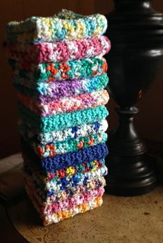 Crochet Pattern For Beginners Big stack of pretty dishcloths ~ FOR ME!I thought I'd share with you a free easy crochet dishcloth pattern. It's my favorite dish cloth pattern as well. Cotton dishcloths have become enormously Crochet Geek, Knit Or Crochet, Crochet Gifts, Free Crochet, Dishcloth Crochet, Crochet Stitch, Crochet Bags, Crochet Blankets, Crochet Afghans