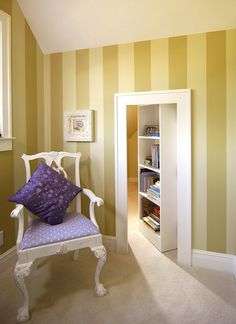 have a secret room at home? Each secret room must also have an entrance or a hidden door to get to the secret room. Usually, a hidden door leads to a different secret room as you wish. Hidden Spaces, Hidden Rooms, Small Spaces, Hidden Closet, Hidden Bed, Secret Closet, Attic Renovation, Attic Remodel, Cool Secret Rooms