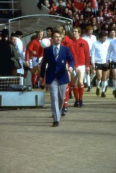 1978:  Nottingham Forest Manager Brian Clough leads out his team before the League Cup final against Liverpool at Wembley Stadium in London. Nottingham Forest won the match 1-0. \ Mandatory Credit: Allsport UK /Allsport
