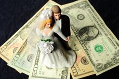Stay on budget with these money saving tips  #bridal #weddings