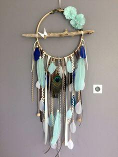 Attrape rêves / dreamcatcher / attrapeur de rêves en bois flotté, plumes de paon et perles bois